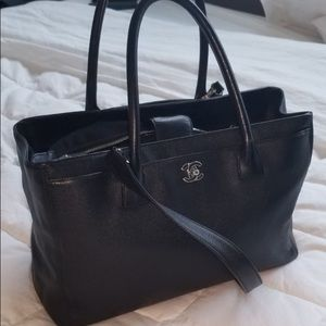 An authentic CHANEL Shopping Black.